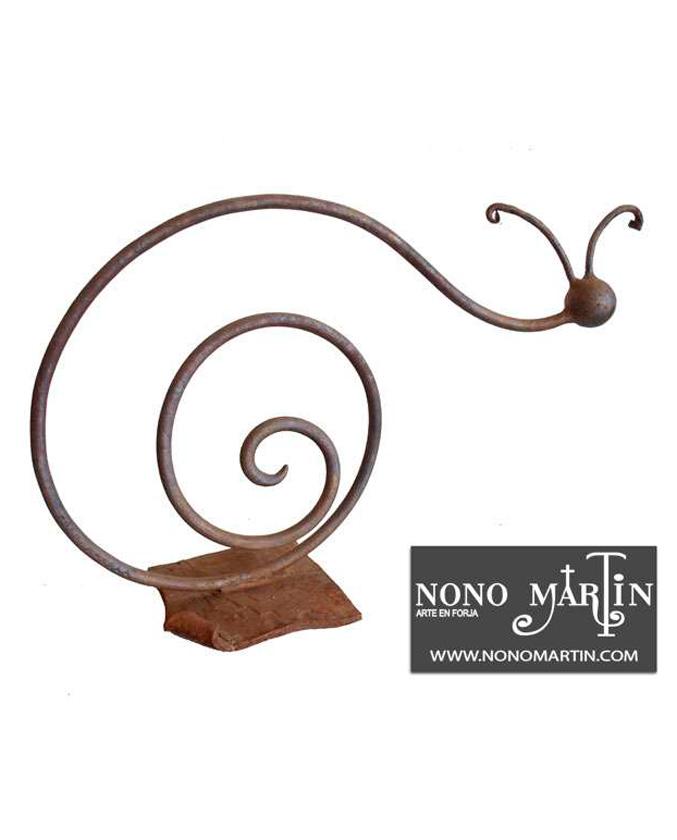 Escultura en forja Caracol. Esculturas de forja de Nono Martín, escultor de Alcaudete de la Jara en Toledo.
