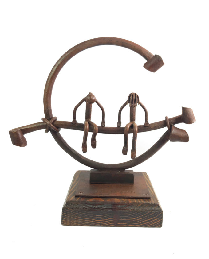 Escultura compenetrados en forja del escultor Nono Martín