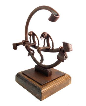 Escultura compenetrados de forja del escultor Nono Martín