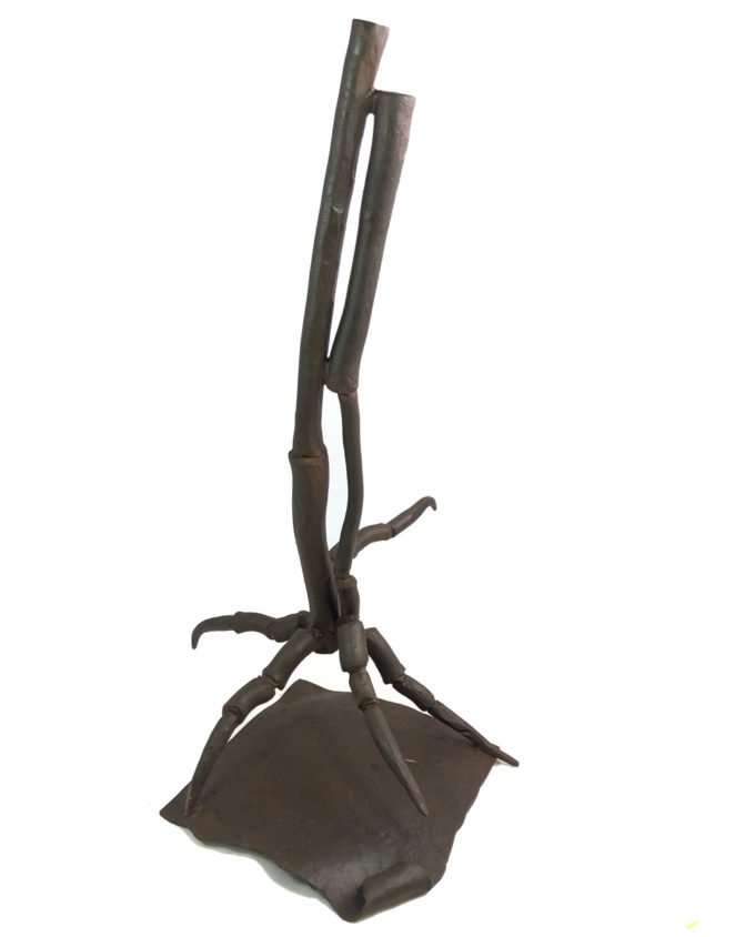 Escultura Garra de forja del escultor Nono Martín